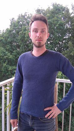 Je vais réaliser mon premier pull adulte pour homme. J'ai voulu faire le modèle Redford de Julie Hoover qui me plaisait beaucoup mais une fois que j'ai acheté le patron, je me suis rendue compte qu'il se tricotait à plat... Seule les poignets...