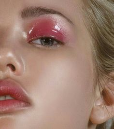 Pretty Pink Glossy Eyelids #beauty #makeup