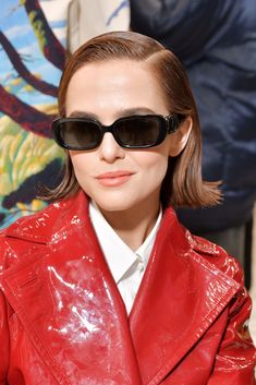 #zoey #deutch #red #pvc #raincoat #vinyl #lackmantel #sunglasses