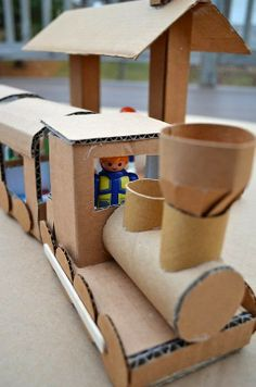 20 coolest toys you can make from cardboard. Great ideas for kids' crafts and indoor activities, plus fun options for DIY Christmas gifts. Cardboard Kids, Cardboard Train, Cardboard Crafts, Cardboard Boxes, Cardboard Playhouse, Cardboard Furniture, Projects For Kids, Diy For Kids, Crafts For Kids