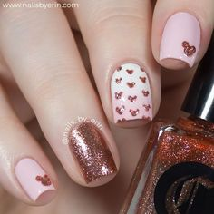 If you like elegant nail design, rose gold nail designs are the perfect choice for you. Rose gold nail design is the most beautiful nail you can try. Believe me, when you see these elegant rose gold nail designs, this trend will be your favorite nail Minnie Mouse Nails, Mickey Mouse Nails, Nagellack Design, Nagellack Trends, Rose Nail Art, Rose Gold Nails, Peach Nails, Rose Gold Nail Design, Cute Nails