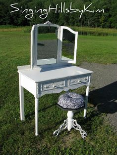 SingingHillsbyKim Beautiful vanity makeover with an old piano stool.