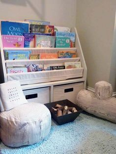 Reading nook - I love these log pillows and I'm a big fan of this type of book display for a kids' corner. Toddler Reading Nooks, Reading Corner Kids, Kids Corner, Nursery Bookshelf, Book Corners, Reading Corners, Library Wall, Interior Desing, Nursery Modern