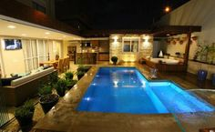 Get the best around the pool landscaping Backyard Pool Designs, Swimming Pool Designs, Pool Landscaping, Swimming Pools, Jacuzzi, Exterior Patio Doors, Shipping Container Pool, Pool Porch, Piscina Interior