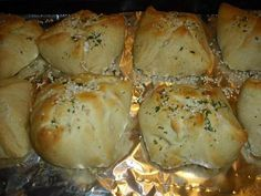 Chicken bundles... looks so good! And can be made with low-fat cream cheese to lighten the calorie load