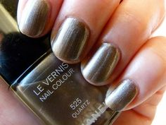 Chanel Nagellack-Swatches Quartz 525 http://infarbe.blogspot.de/2014/11/notd-chanel-nagellack-quartz-525-mit.html