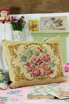Vintage Home - Pretty Carnations Tapestry Cushion: www.vintage-home. Vintage Cushions, Vintage Textiles, Chinoiserie, Shabby Cottage, Shabby Chic, Cushions On Sofa, Throw Pillows, 1950s Home Decor, French Fabric