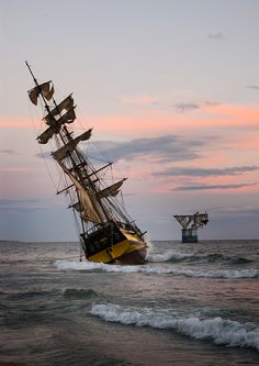 Galeón encallado en Marbella | by Javi Ramos, via Flickr