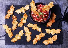 Tortilla bats with tomato salsa A recipe for tortilla bats made using tortilla wraps smoked paprika and olive oil. Serve this Halloween appetiser with homemade tomato salsa The post Tortilla bats with tomato salsa appeared first on Halloween Food. Buffet Halloween, Creepy Halloween Food, Soirée Halloween, Hallowen Food, Spooky Food, Halloween Baking, Halloween Food For Party, Halloween Birthday, Halloween Potluck Ideas