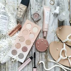 When the flatlay accidentally matches the look and everything is blushy nudeHello my beautiful friends! Happy Monday! Hope your week is off to a great start✨ #Regram via @strawberrymakeupbag