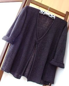 Stunning cardigan from Black Dog Designs. Find the free pattern here: link Knitting Patterns Free, Knit Patterns, Free Knitting, Free Pattern, Knitting Sweaters, Simple Pattern, Vogue Patterns, Vintage Patterns, Vintage Sewing