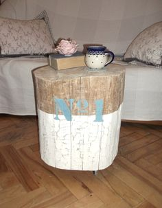 Dębowy pieniek jako stolik na kółkach / Oak stump as a side table on wheels