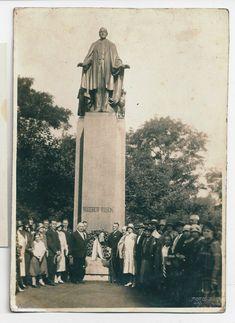 1930 Photo Group of Americans at Woodrow Wilson Memorial Prague Czechoslovakia | eBay Photo Grouping, Photo L, Press Photo, Us Presidents, Vintage Photographs, Prague, Culture, Memories, History