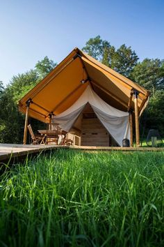 So peaceful, and quiet, you could hear the grass grow. Perfect Glamping Getaway! ☀️🌱 #adria #adriahome #adriamobilehome #glamping #glampingvacation #glampingresort #vacation #vacationresort #couplesgetaway #holidayresort #familyvacation #familyholiday