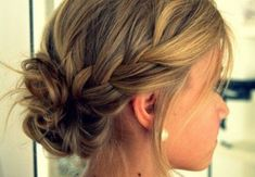 Buns can be such a life savior right? When you are having a not-so-great hair day, you can easily wrap up your hair in a bun! Buns are easy, versatile and Braided Bun Hairstyles, Pretty Hairstyles, Braided Buns, Bun Braid, Braid Hair, Messy Buns, Latest Hairstyles, Medium Hairstyles, Formal Hairstyles