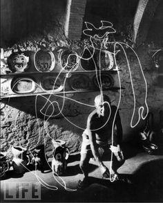 60年以上前にピカソが描いたライトペインティングが未だに壮絶 | 展覧会情報・写真・デザイン|ADB