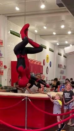 spiderman into the spiderverse videos * spiderverse videos ` spiderman into the spiderverse videos ` spider man videos into the spiderverse ` miles morales videos into the spiderverse ` into the spiderverse videos Spiderman Deadpool Comic, Deadpool X Spiderman, Deadpool Funny, Spiderman Cosplay, Dc Cosplay, Marvel Jokes, Marvel Funny, Marvel Heroes, Marvel Avengers
