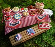 miniature 4th of July Picnic!  the little picnic table is adorable!