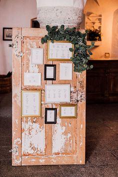 Eine edle Schlosshochzeit auf Schloss Amerang | Hochzeitsblog The Little Wedding Corner Advent Calendar, Gift Wrapping, Holiday Decor, Gifts, Wedding, Home Decor, Old Wooden Doors, Wine Bars, Seating Plan Wedding