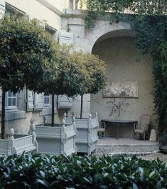 Chateau of Frank Brenninkmeyer in Southwest France. Photo of Fritz Von Der Schulenburg in World of Interiors. Via Mark D. Sikes - would love these planters around a pool Formal Gardens, Outdoor Gardens, Outdoor Rooms, Outdoor Living, Pot Plante, Garden Architecture, World Of Interiors, Garden Features, Container Plants