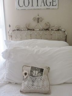 Great headboard & love that photo displayed in the pillow lace ♥ Pretty Bedroom, Cozy Bedroom, Dream Bedroom, Bedroom Ideas, Junk Chic Cottage, Cottage Style, French Cottage, Cabin Decorating, Decorating Ideas