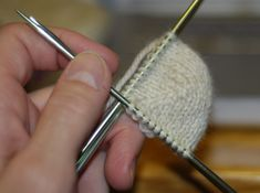 Cabezalana: The Sherman Short Row Sock: A Pictorial Tour Knitting Short Rows, Knitting Stitches, Knitting Socks, Hand Knitting, Knitting Patterns, Crochet Socks, Knitted Slippers, Knit Crochet, Knit Socks
