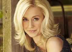 Love Kellie's hair here...color and style : )