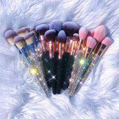 Makeup Brush Cleaner, Makeup Brush Set, Makeup Kit, Makeup Workshop, Crystal Makeup, Perfect Lipstick, Best Makeup Artist, Makeup Training, Makeup Haul
