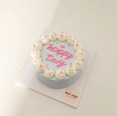 Pretty Birthday Cakes, Pretty Cakes, Cute Cakes, Beautiful Cakes, Korea Cake, Pastel Cakes, Cute Desserts, Cake Boss, Cake Decorating Tips