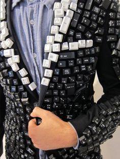 Gaaf! Een toetsenbord-colbert. #diyfashion #fasionart #creativefashion