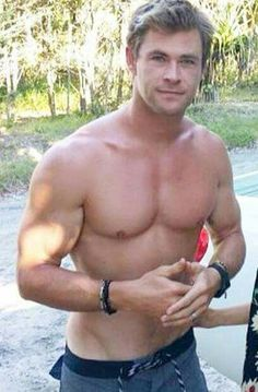 — hgykhotguys: Why is Chris Hemsworth so gorgeous? Chris Pratt, Chris Evans, Chris Hemsworth Thor, Elsa Pataky, Jamie Dornan, Hemsworth Brothers, Hommes Sexy, Hot Actors, Raining Men