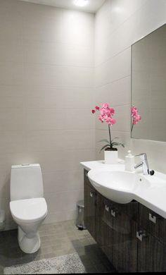 rauhalliset sävyt kylpyhuoneessa #harmaansävyt #vessa #kylpyhuone #laatat #abl #abllaatat