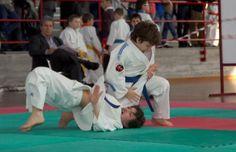 Perfect ude gatame from Dai-Ki Dojo kids. Ju jitsu, martial arts, brazilian jiu jitsu. Daikidojo