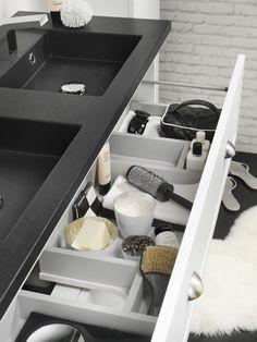Badkamermeubel met strakke dubbele wastafel en genoeg opbergruimte. Tiger badkamerlijn Canto #badkamermeubel