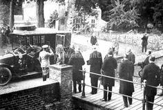 Prins Hendrik opent het Legermuseum in kasteel Doorwerth, een initiatief van generaal b.d. F.A. Hoefer. Foto: HDR