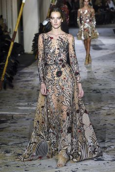 f86d4b5685 The complete Zuhair Murad Spring 2018 Couture fashion show now on Vogue  Runway. Fashion 2018
