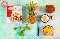 #Minz #Ananas #Salat und #Windbeutel in #Kokosnuss #Sommer #Dessert #exotisch #pineapple #salad #coconut #creampuffs #ropical #party