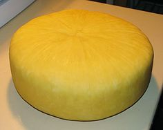 Ricki 'The Cheese Queen' makes a very simple No Fuss No Muss Cheese in the kitchen This is about as simple a cheese as you, the home cheese maker can make in your very own kitchen. It requires no forms, no press, and about as little effort as a...