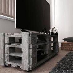Idée de meuble TV en palette http://www.homelisty.com/meuble-en-palette/
