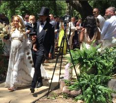 A Clebrity Glamping Wedding!!  Glamping in Santa Barbara with Diana Ross' family?  Who wouldn't say yes to that?          The photos- THE PHOTOS!  They are beyond Instagram-worthy....  Ross Naess & Kimberly Ryan tied the knot this past weekend, where Ross's mother, Diana Ross, performed for the guests at the bohemian-