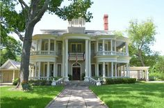 CURB APPEAL – another great example of beautiful design. Terrell, Texas, Tom & Nancy Aldinger with a traditional exterior near dallas by Sarah Greenman. Architecture Design, Victorian Architecture, Little Dream Home, My Dream Home, Dream Homes, Interior Exterior, Exterior Design, Exterior Houses, Home History