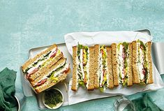 Lahodné sendviče s pažitkovou pomazánkou a mozzarellou jsou ideální občerstvení pro nečekanou návštěvu.  #recept #sendvic #pomazanka #pazitka  #mozzarella #recipe #sandwich #pate Mozzarella, Sandwiches, Health, Unicorn, Food, Health Care, Eten, Paninis, Healthy