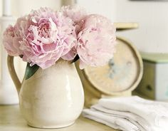 Decorating Urban Country Style - Contrasting Textures, Black-and-White Palette - Country Living