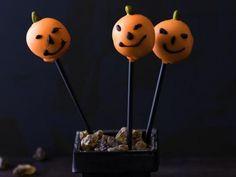 Wenn auch Cakepops, Würstchen und Buletten grusleig aussehen sollen, haben wir hier die besten Grusel-Rezepte für Halloween für Sie! http://www.fuersie.de/lifestyle/halloween/galerie/gruselige-rezepte-und-anleitungen