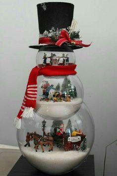 Eine Weihnachtsszene in Miniatur, um Ihr Zuhause zu dekorieren! Christmas Snowman, Winter Christmas, Christmas Home, Christmas Ornaments, Snowman Party, Snowman Crafts, Snowman Tree, Snowman Globe Craft, Snowman Snow Globe