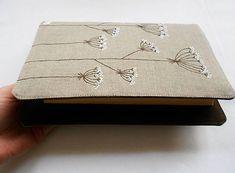 Obal na knihu - Kvitnúca tráva (natur 100% ľan) / Lesiavelin - SAShE.sk - Handmade Papiernictvo Lany, Continental Wallet