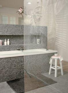 Moderne badkamer, coole tegels
