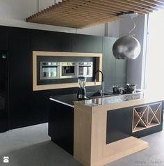Realizacje - Duża otwarta zamknięta kuchnia jednorzędowa z wyspą z oknem, styl nowoczesny - zdjęcie od HOSTA MEBLE