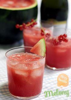 Wassermelonencocktail: Eiswürfel,100 ml Prosecco,1 Spalt süsse Wassermelone (püriert)