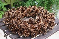 Kranz aus Kiefernzapfen Filz und Garten